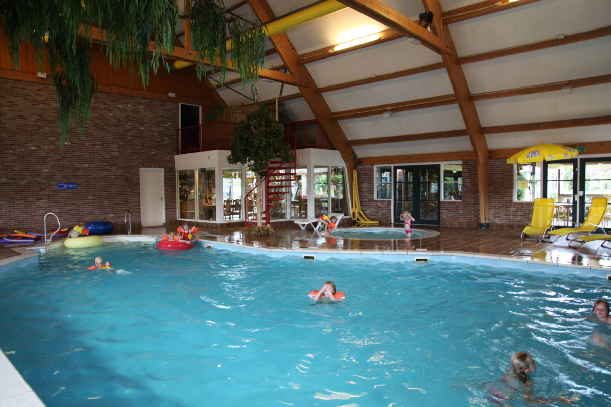 Restaurant met binnenzwembad - 't Binnenhof Paasloo (nabij Steenwijk)