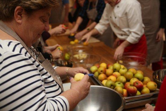 Apfelstrudel Workshop bij Restaurant 't Binnenhof in Paasloo Overijssel (bij Steenwijk)